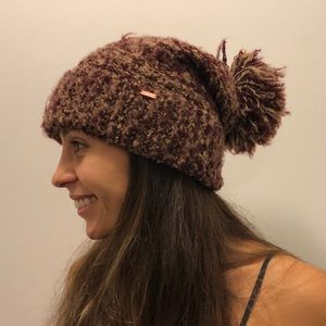 Free people maroon floppy beanie.